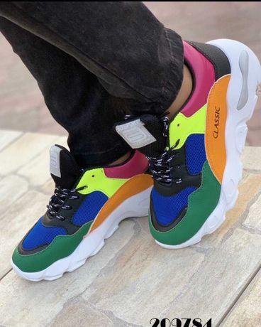 Стильные разноцветные кроссовки из эко.кожи