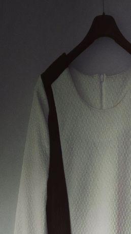 Sukienka biało czarna tłoczona