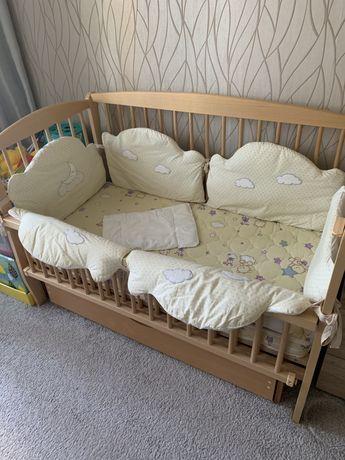 Детская деревянная кроватка бортики матрац подушка