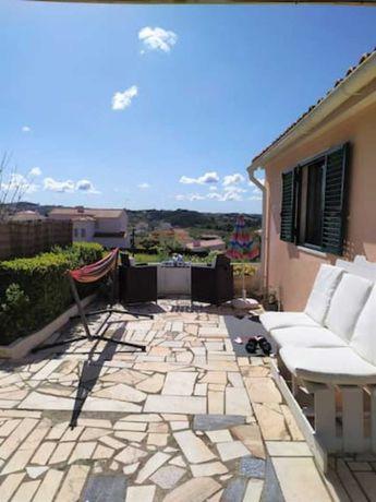 Casa térrea renovada com A/C, terraço, vista e bicicletas na Ericeira