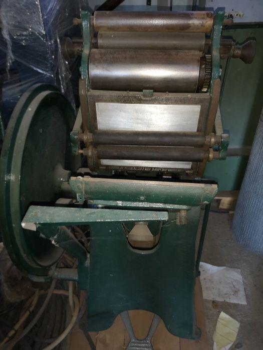 Maquina Tipografica Antiga Moita - imagem 1
