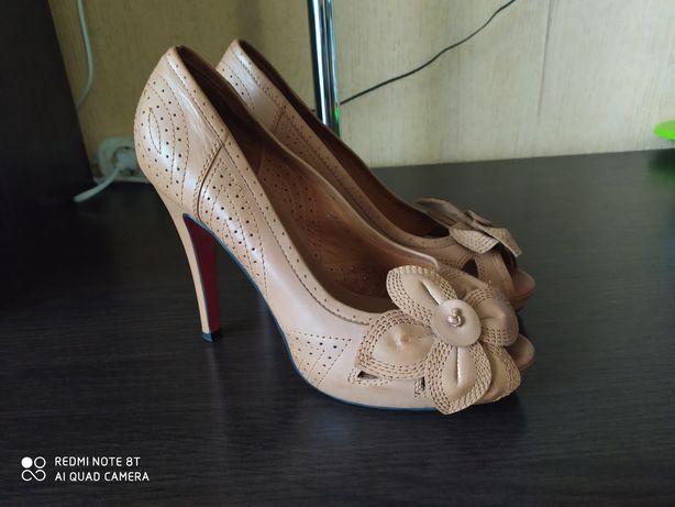 Продам туфли 39р.