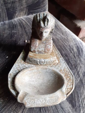 Stara popielniczka faraon