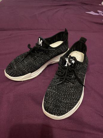Продам кроссовки женские текстиль