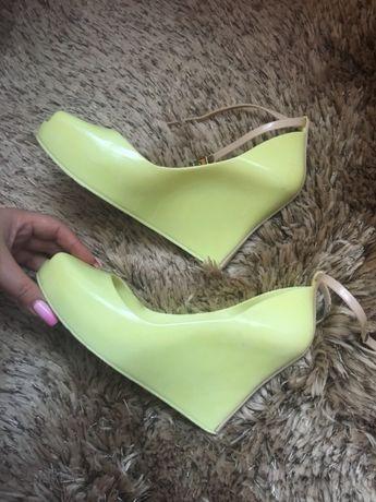Sandałki limonka koturna koturn sandały 39 neon