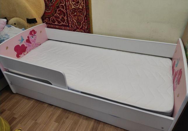 Кровать с ящиком, бортик и матрас , кроватка + матрас