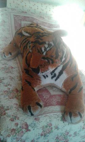 Тигр - мягкая игрушка