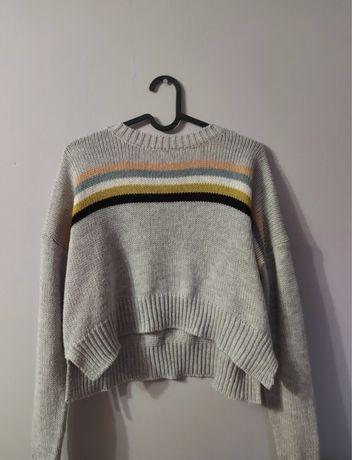 Krótki szary sweter