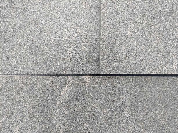 Płytki kamienne granit czarny 30x60 - 2 cm / taras, schody