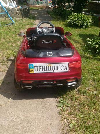 Дитячий електро автомобіль