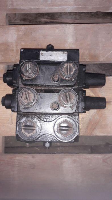 Rozdzielacz hydrauliczny do koparko ladowarki Lęgów - image 1