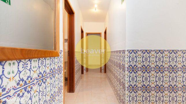 Moradia T8 + Pátio Interior + Terraço - Almeirim