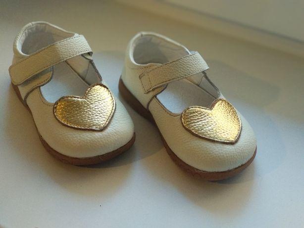 Туфли на девочку. Размер 25, по стельке 14 см. Кожа.