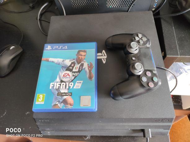 Troco/Vendo PS4 Pro bom estado com jogo e comando!