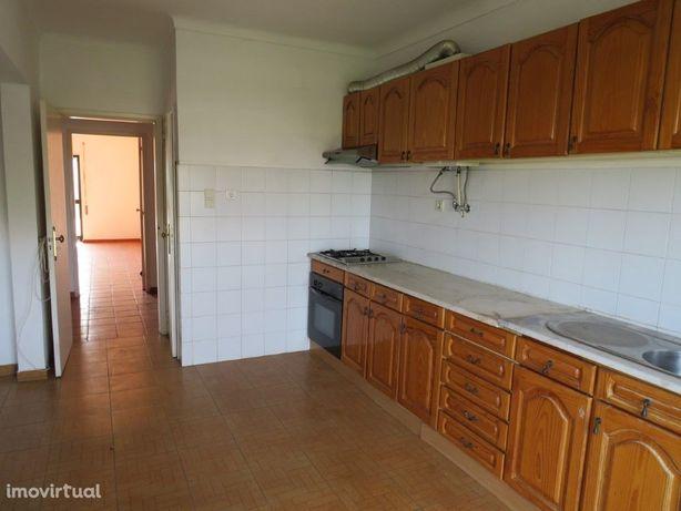 Apartamento T3 com boas áreas localizado na vila da Vidig...