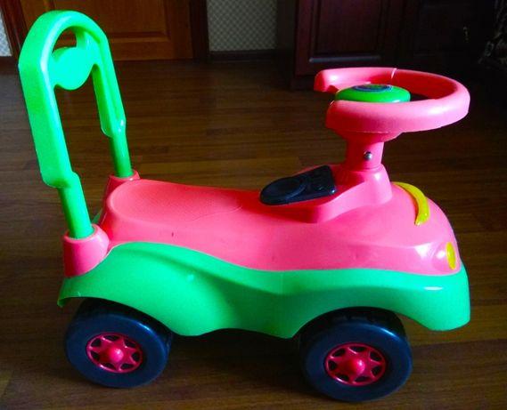 Продам детскую машинку толокар