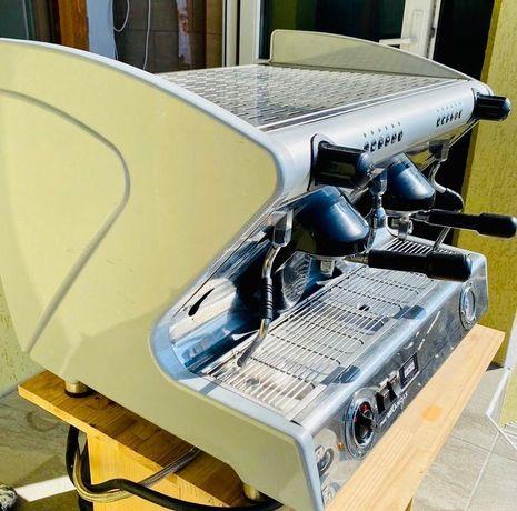 Профессиональная кофе-машина для ресторана, кафе.