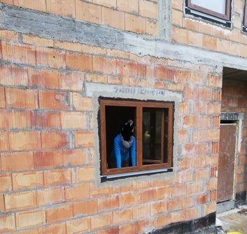 okno Krispol 1380x1115 mm złoty dąb