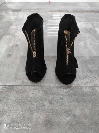 Piękne buty rozm 39