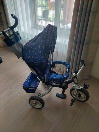 Дитячий велосипед та стільчик для годування та мотоцикл