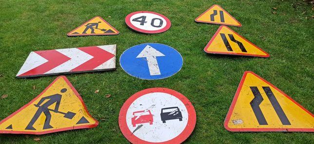Znaki drogowe, komplet znaków drogowych