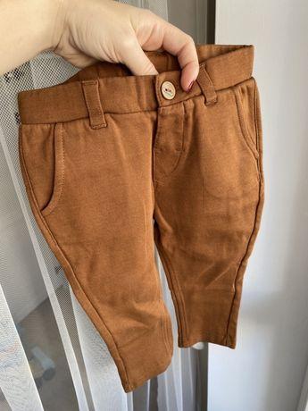 Karmelowe spodnie chinosy H&M