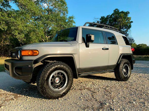 Продається авто Toyota FJ Cruiser 2013