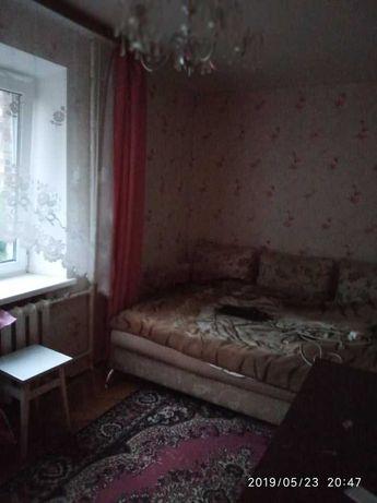 Сдам комнату ДЕВУШКЕ в 2-х комнатной хрущевке, м. Демеевская 10 мин.