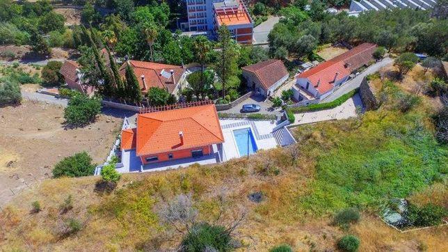 Villa moderna em Mochique com terreno privado