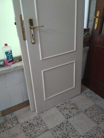 2 portas madeira brancas