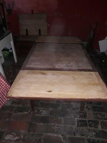 Drewniany stól rozkladany do renowacji