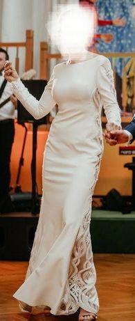Prosta sukienka ślubna z koronką