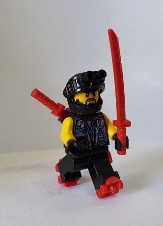 LEGO Ninjago Minifigurka njo431 Scooter + wrotki + broń