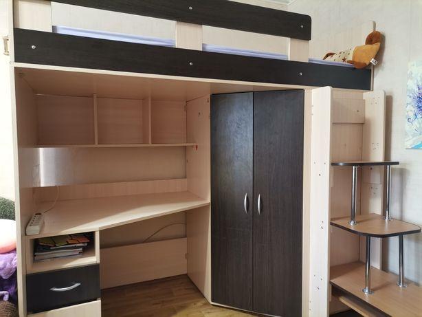 Кровать-чердак  со столом, шкафом и лесенкой
