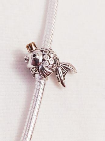 Nowy srebrny charms złota rybka