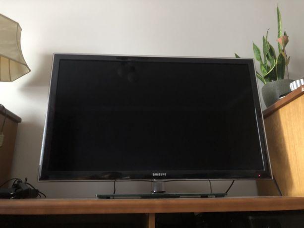 """Telewizor 40"""" Samsung UE40D6100"""