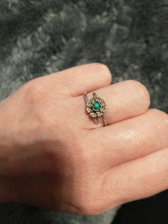 Stary, srebrny pierścionek z turkusem