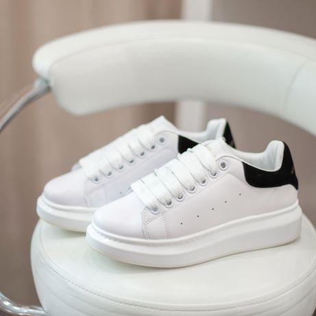 4183 Alexander McQueen кроссовки женские кожаные белые маквин білі