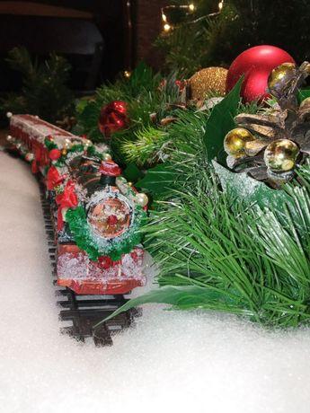 Поезд, новогодний, ездит