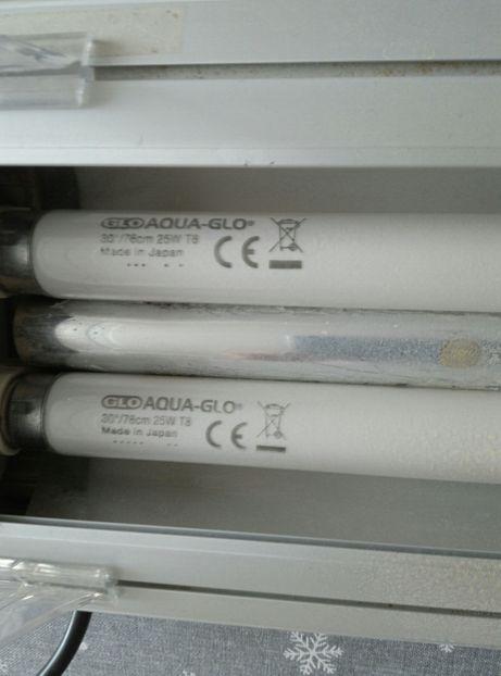 Oświetlenie do akwarium (2 żarówki T8 25W)