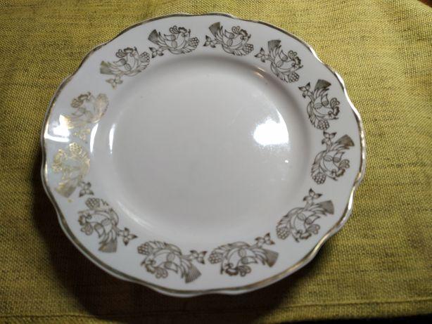 Тарелки десертные  СССР (диаметр 20 см) , 8 штук.