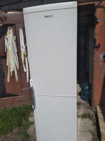 Холодильник двухкамерный BEKO