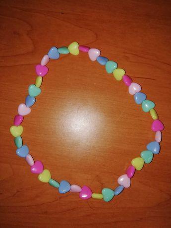 Naszyjnik w kolorowe serduszka dla dziewczynki