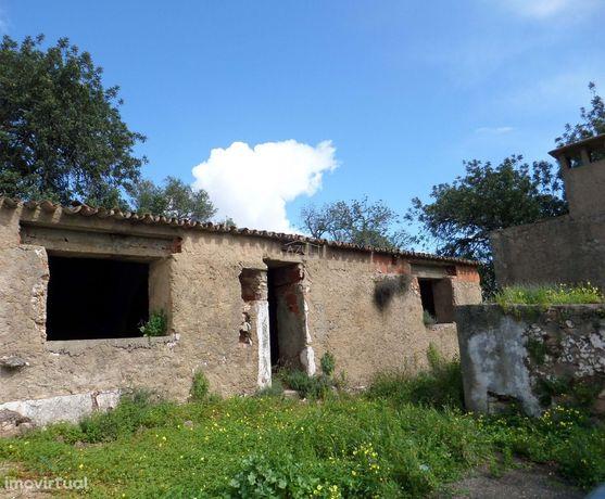 Casa para Renovar c/ Terreno