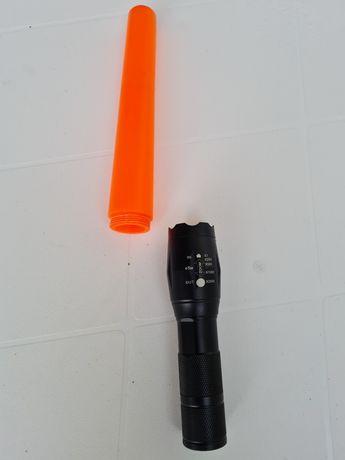 Lanterna Metal com aviso laranja.