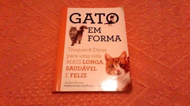 Vendo livro sobre a vida dos gatos