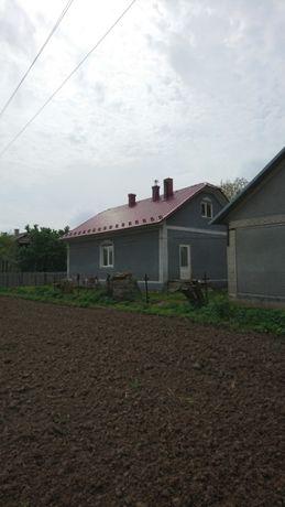 будинок в смт Лужани