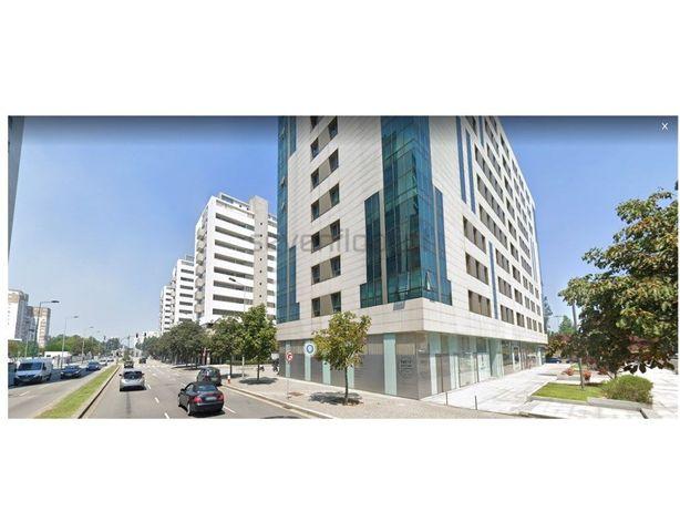 Apartamento T2 com Box 2 viaturas - Estádio do Bessa - Porto