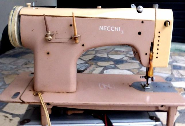 Máquina de Costura Vintage Necci (Lelia 513)