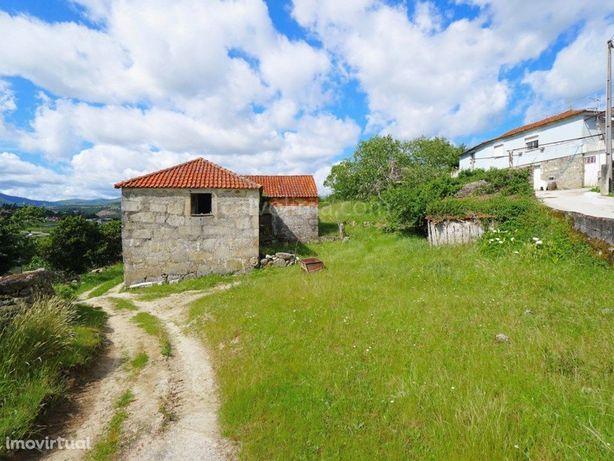 Casa em pedra para restaurar, à venda, em Messegães, Monção